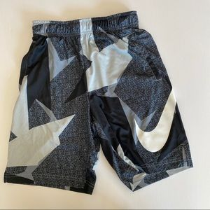 Boys (big kid) Nike basketball shorts dri-fit L